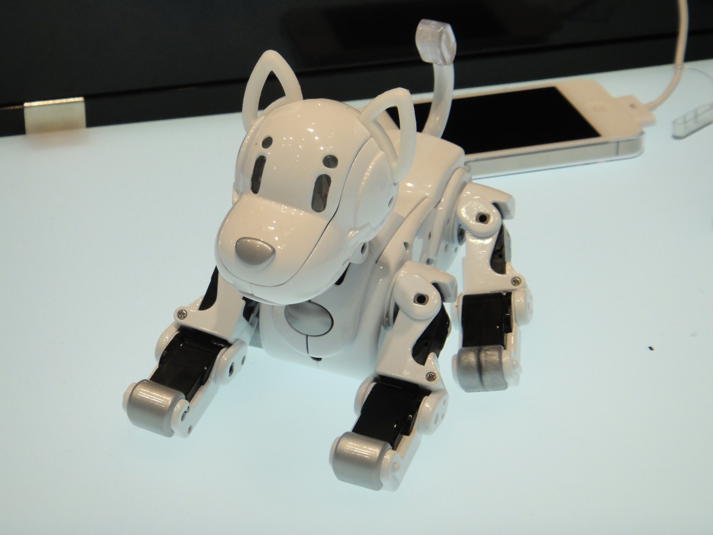 i-SODOG Robot Pet Dog Controlled Via Smartphone, Can Communicate With Its Friends