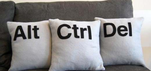 ctrl-alt-del-pillows_2