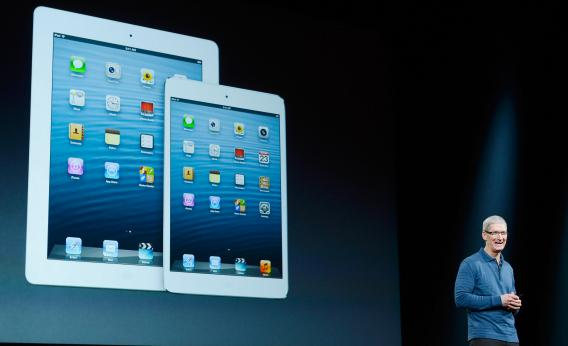 Tim-Cook_iPad-Mini
