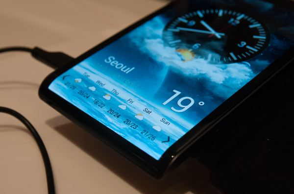 samsung curved phone-3