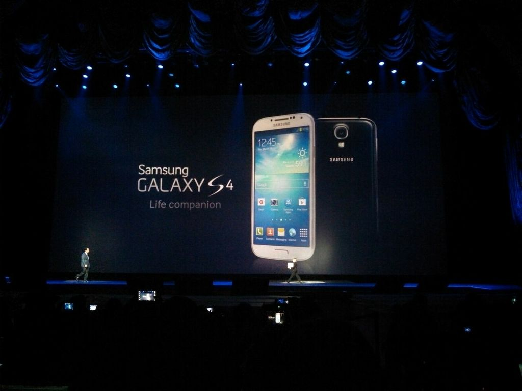 Samsung Galaxy S4 - The Killer is Finally Here