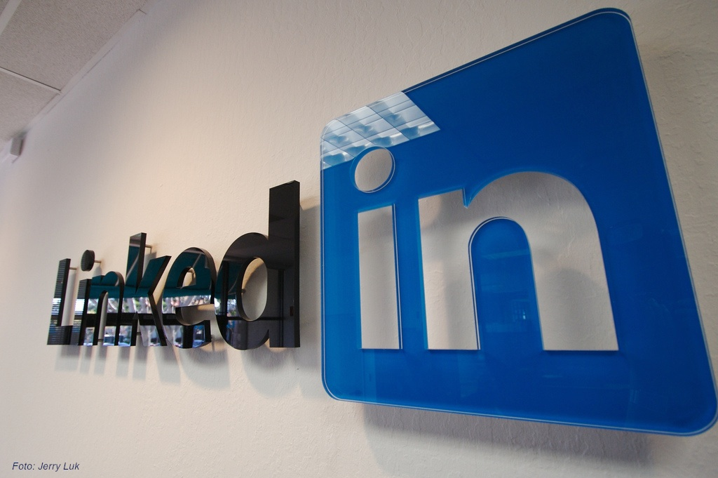 LinkedIn Premium Free for Lifetime, a bug discovered by Murtaza Amin