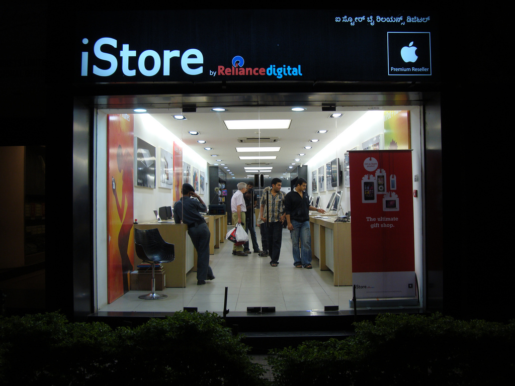istore india 1 Iphone Sales in Inidia Up by 400% and Ipad Consumption growing in Double Digits